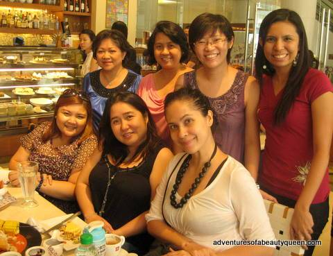 ahead-tutorial-owner-rossana-llenado-seated-in-black-with-me-the-blogging-beauty-queen-lol-in-white-beside-her-with-us-are-a-group-of-lady-bloggers-who-rock-1